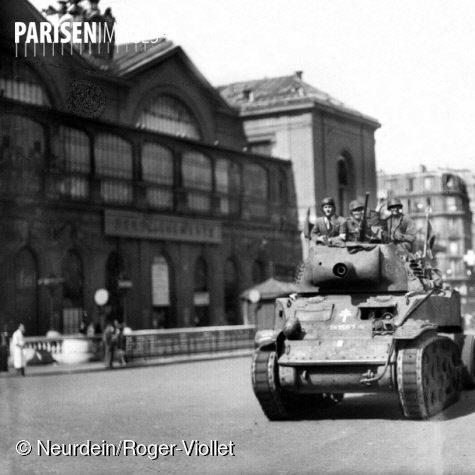 Char de la division Leclerc devant la gare Montparnasse en aout 1944