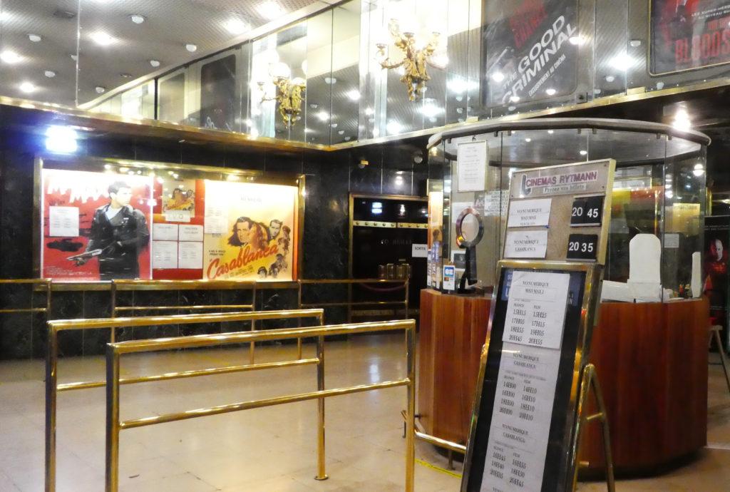 Hall d'accueil du cinéma Bretagne à Montparnasse, Paris